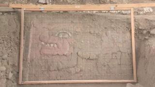 Criaturas mitológicas emergen en milenario templo de Lima