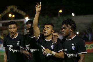 Edwin León marca el 1 - 0 del Honduras Progreso ante Real España