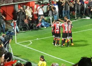 Alajuelense está derrotando 2-0 a Saprissa con goles de Cubero y McDonald