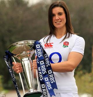 Capitana de equipo de rugby quedó casi desnuda
