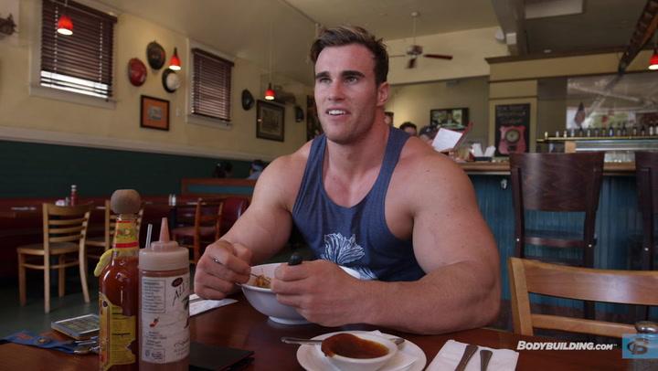Calum Von Moger Eats Lunch & Shoulder Workout for Mass | Episode 3