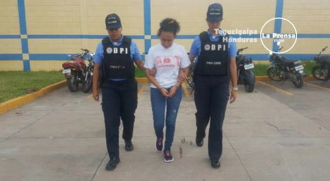 Madrastra es detenida por el asesinato de su hijastra de tres años de edad