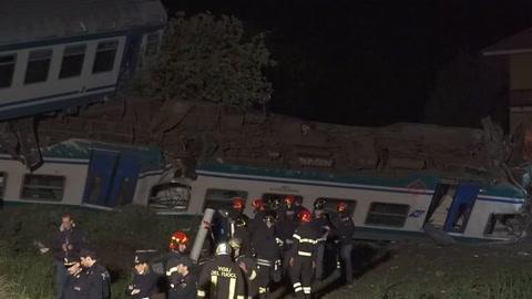 Dos muertos en choque de tren con un camión en Italia