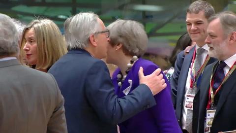 UE llama a su embajador en Moscú a consultas y cierra filas