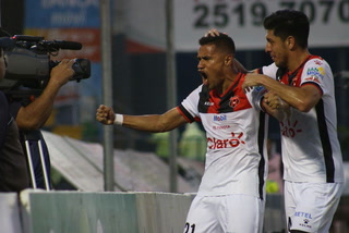 Roger Rojas anota su segundo gol con Alajuelense en la Liga de Costa Rica