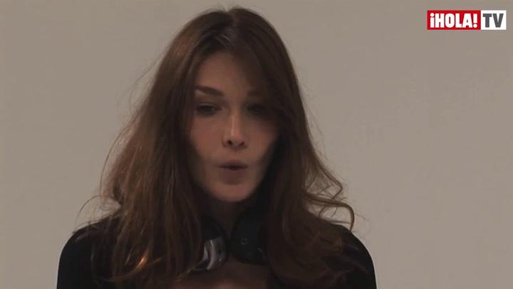 Carla Bruni vuelve a ponerse delante de las cámaras