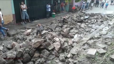 Muro colapsa tras fuertes lluvias en la capital