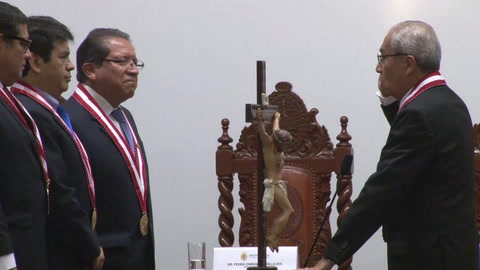 Nuevo fiscal general de Perú asume cargo cuestionado por audios