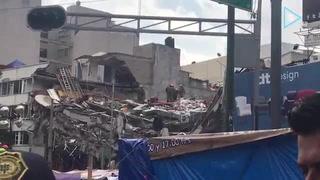 Rescatistas japoneses laboran en edificio de Álvaro Obregón