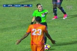 Melisa Pastrana pone en su lugar a Mayron Flores
