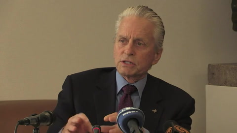 Exempleada acusa al actor Michael Douglas de acoso sexual