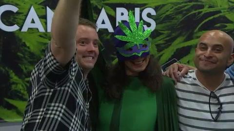 Exposición promueve uso lúdico de la marihuana en México