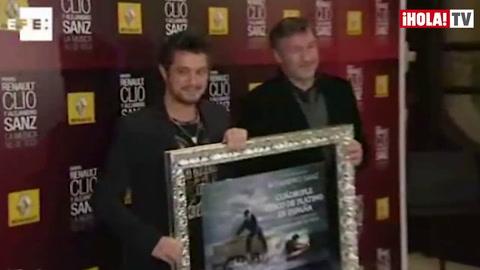 Alejandro Sanz recibe el cuádruple disco de platino: \'Se lo dedico a mimujer y mis hijos\'