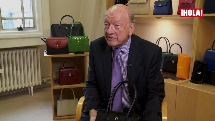 Entrevistamos al director de Launer, la firma favorita de carteras de Isabel II: \'La Reina no se siente vestida sin su bolso\'