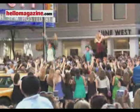 Music stars gather for MTV Awards in New York