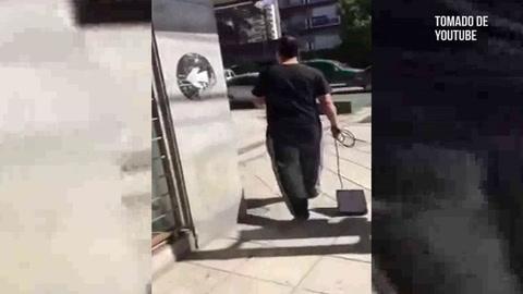 Hombre arma escándalo porque no le cancelan el servicio de televisión por cable