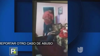Padre castiga brutalmente a su hija por abrir Snapchat