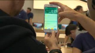 Utilidades de Apple crecen, pero desacelera venta de iPhone