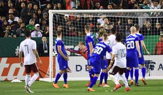 México derrotó a Islandia en una noche brillante de Miguel Layún