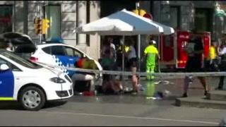 Vehículo atropella a decenas de personas en Barcelona