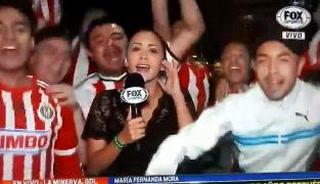 Periodista sufre acoso y manoseos en plena celebración del título de Chivas