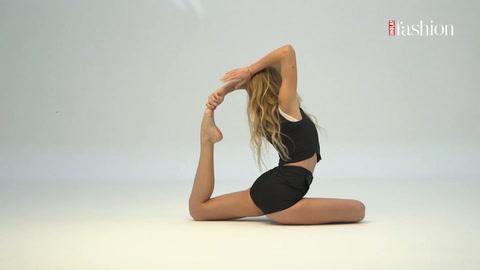 Practica yoga con \'looks\' de máxima tendencia