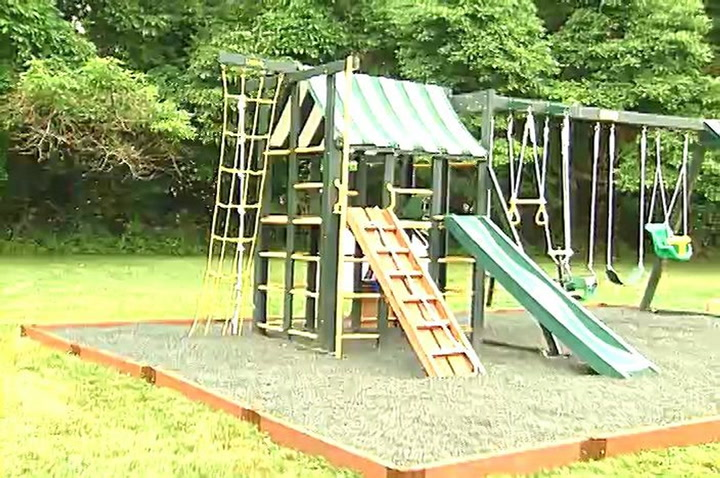 A Child S Play Surface That Protects Against Falls Diy Projects Videos