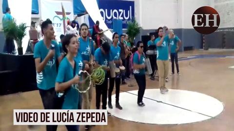 Jóvenes católicos de Honduras celebran en la Villa Olímpica la llegada de la Semana Santa