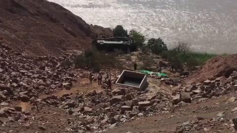 Al menos 35 muertos al caer un autobús a un abismo en Perú