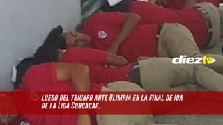 Los jugadores del equipo de costa rica, santos guápiles, sufrieron algo inesperado en el aeropuerto de honduras.