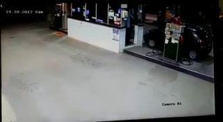 Un Ladrón intenta robar una gasolinera en Sao Paulo, Brasil y termina muerto