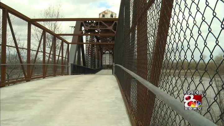 Boonville opens new addition to Katy Trail bridge