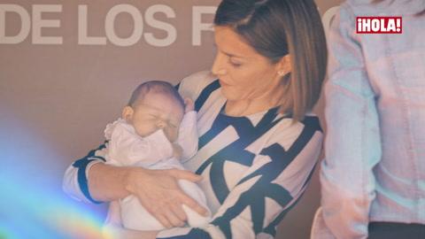 Las tiernas imágenes de la reina Letizia con un bebé