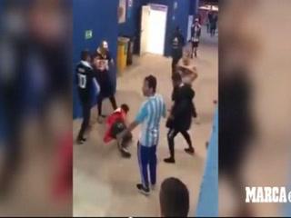 Terrible: Afición argentina propina paliza a dos croatas en Rusia 2018