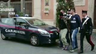 Falsi poliziotti per derubare i turisti