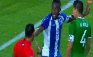 La curiosa escena entre Maynor Figueroa y el árbitro en el Honduras-México