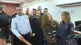 Joven palestina que golpeó a soldados permanecerá en prisión