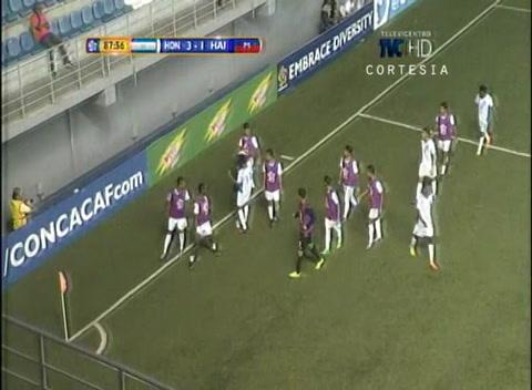 Luis Palma también se une a la fiesta y anota el tercer gol para la H