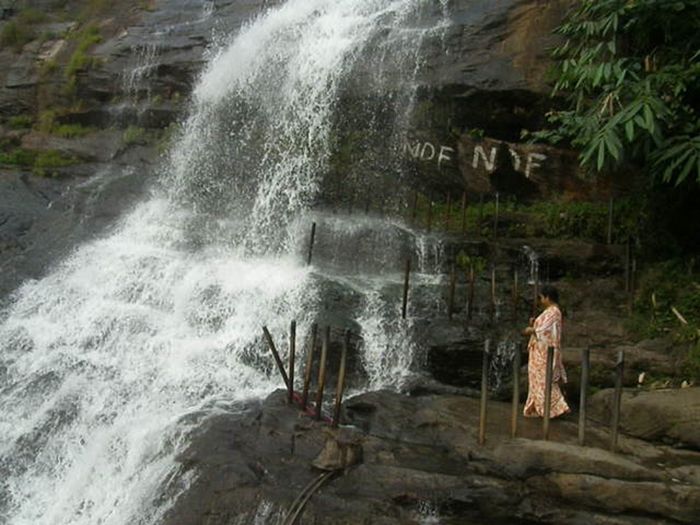 Munnar Videos-A roadside waterfall