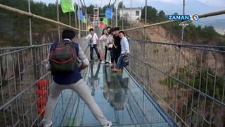 Çin'deki camdan asma köprüde eğlence ve korku bir arada!