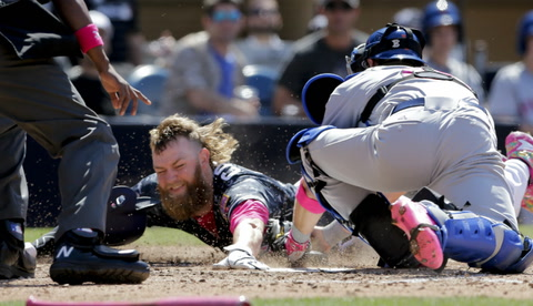 Padres lose finale 4-3, split series with NYM