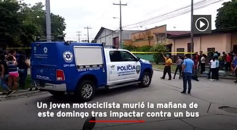 Joven motociclista muere tras impactar contra un bus