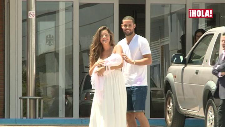 Malena Costa y Mario Suárez abandonan el hospital con