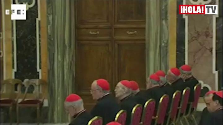 Los cardenales expresan \'gratitud\' a Benedicto XVI en último día como Papa