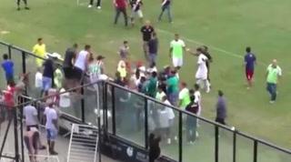 ¿Falta de respeto? Futbolista brasileño anota gol bailando y se desata una batalla campal
