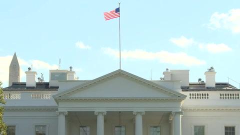Trump enfrenta nueva crisis con renuncia de su portavoz