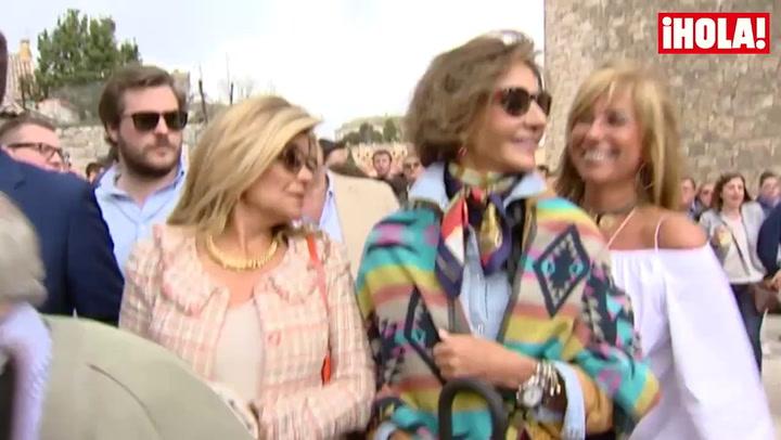 Don Juan Carlos coincide en los toros con Carmen Martínez-Bordiú, Naty Abascal y Fiona Ferrer