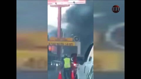 Voraz incendio consume viviendas en colonia Rivas en la capital