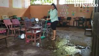 Fuerte marejada inunda escuela en Cedeño, al sur de Honduras