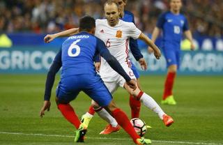 España derrota a Francia 2 - 0 en un amistoso internacional